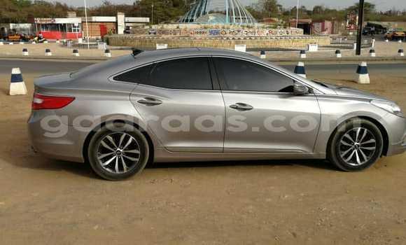 Acheter Occasions Voiture Hyundai Grand Starex Gris à Dakar au Dakar