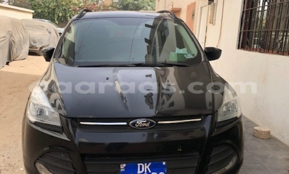 Medium with watermark voiture escape face