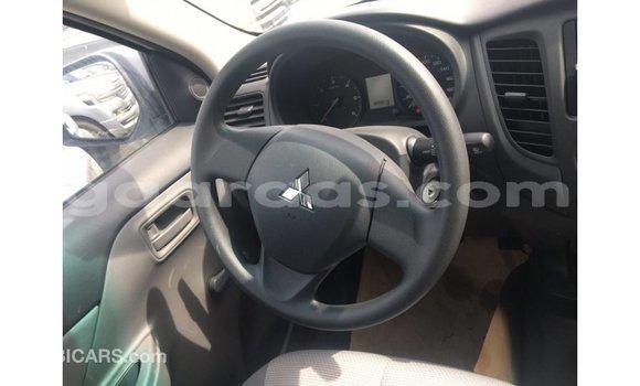 Acheter Importé Voiture Mitsubishi L200 Blanc à Import - Dubai, Dakar