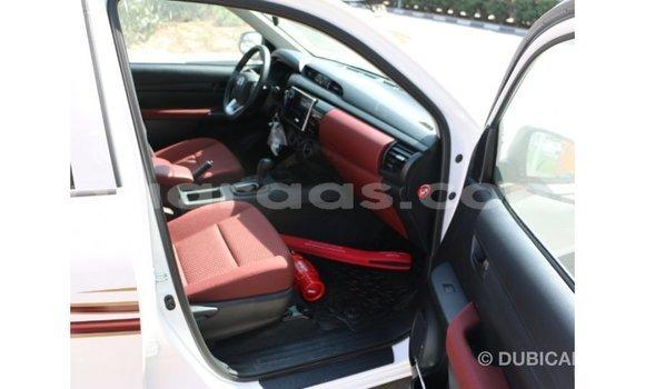 Acheter Importé Voiture Toyota Hilux Blanc à Import - Dubai, Dakar