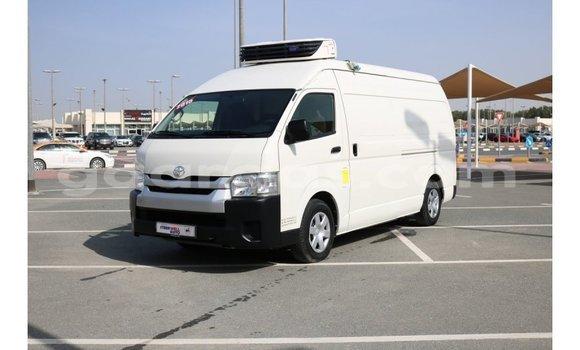 Acheter Importé Voiture Toyota Hiace Blanc à Import - Dubai, Dakar