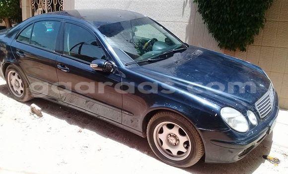 Acheter Occasion Voiture Mercedes‒Benz E-Class Bleu à Gueule Tapee Fass Colobane au Dakar