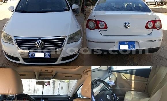 Acheter Occasion Voiture Volkswagen Passat Blanc à Fann Point E Amitie au Dakar