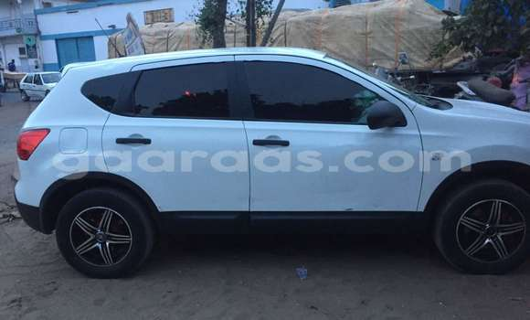 Buy Used Nissan Qashqai White Car in Gueule Tapee Fass Colobane in Dakar