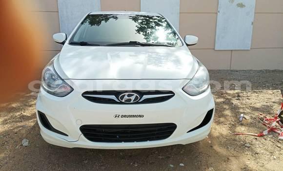 Acheter Occasion Voiture Hyundai Accent Blanc à Keur Massar au Dakar