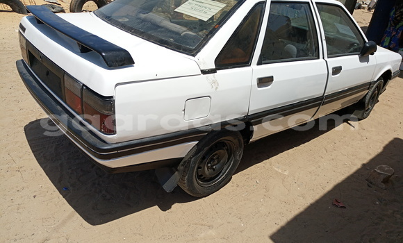 Acheter Occasion Voiture Renault 19 Blanc à Yoff au Dakar