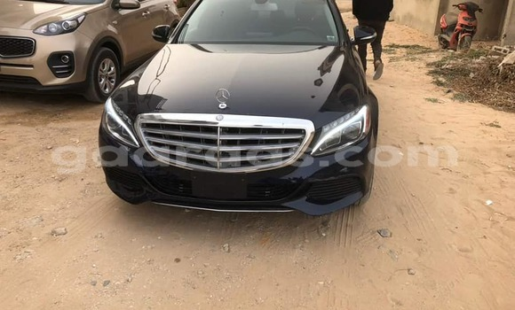 Acheter Occasion Voiture Mercedes Benz 300CD Noir à Dakar au Dakar