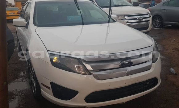 Acheter Occasion Voiture Ford Fiesta Blanc à Dakar au Dakar