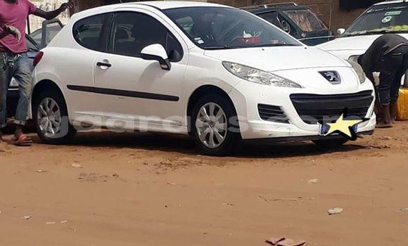 Acheter Occasions Voiture Peugeot 207 Blanc à Dakar au Dakar